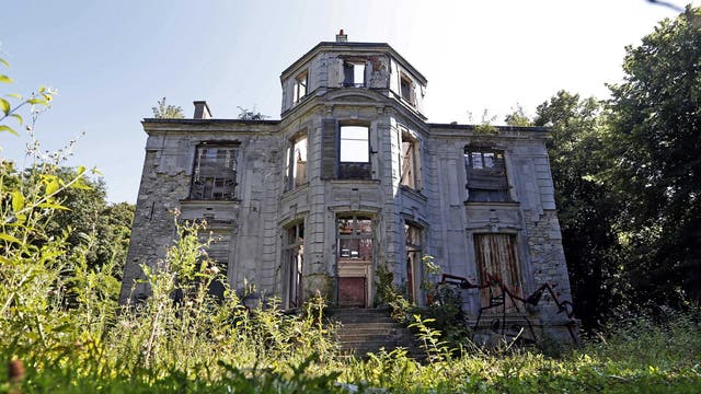 An abandoned 19th century manor in Goussainville-Vieux Pays