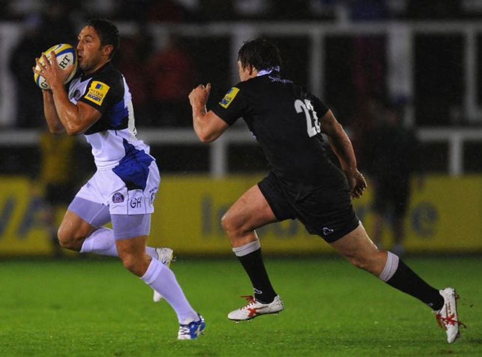 Bath's Gavin Henson, who was booed by the home fans, sprints away from Adam Powell