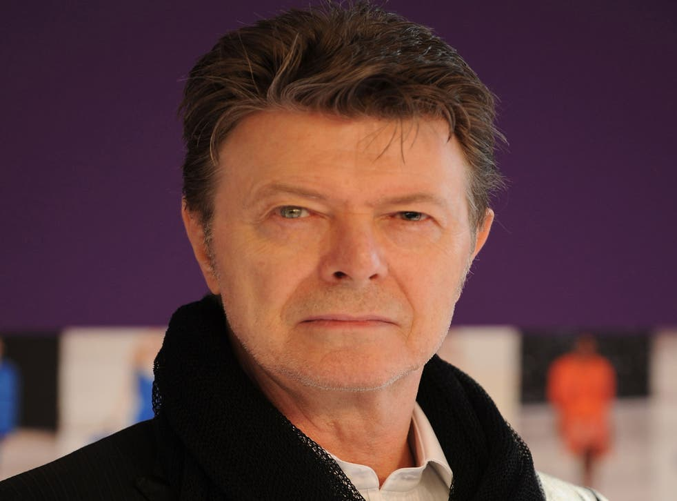 David Bowie is the bookies' favourite to win this year's Mercury Music Award.