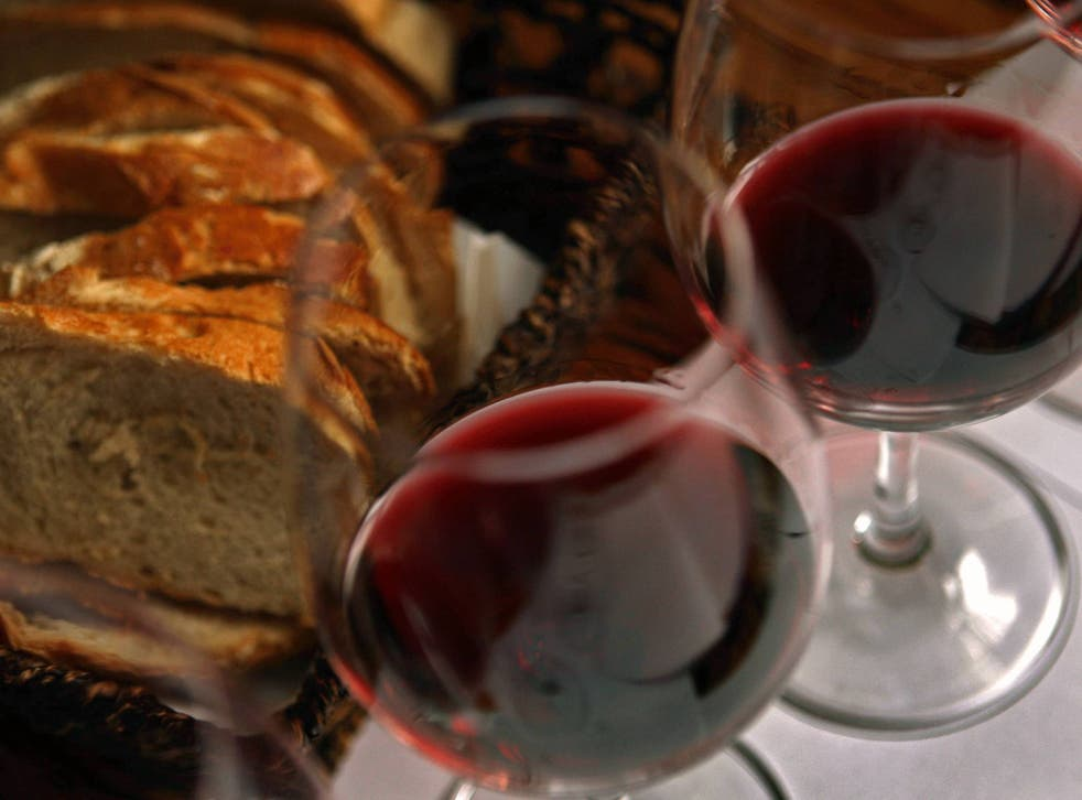US researchers have found that people unwittingly pour themselves larger amounts of wine when drinking from larger glasses