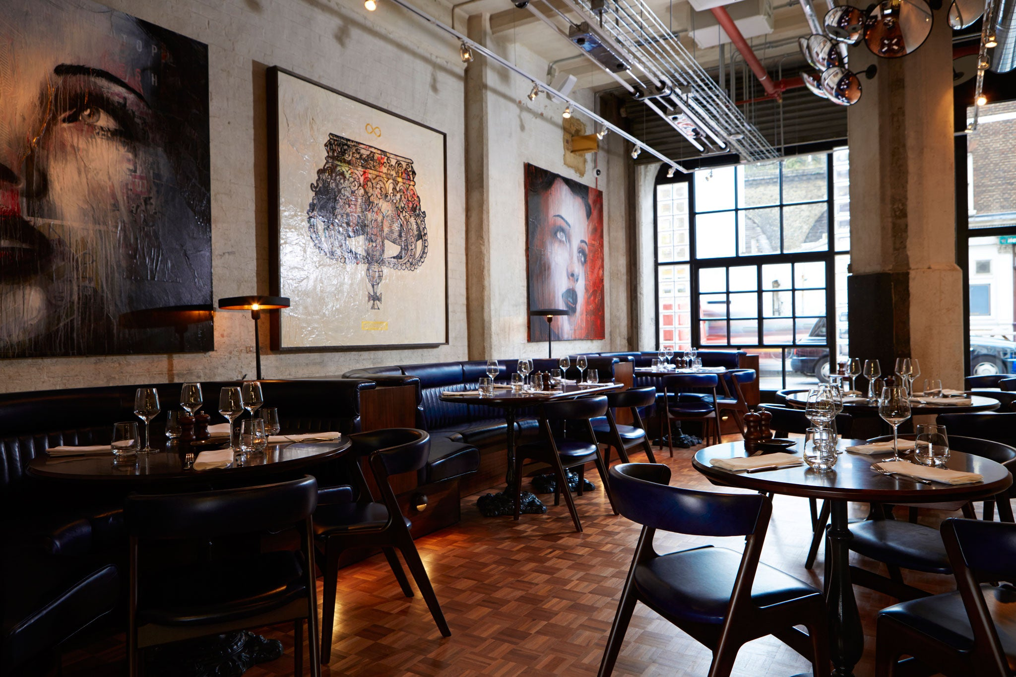 Restaurant review gordon ramsay 39 s union street caf is a - Mobiliario industrial vintage ...