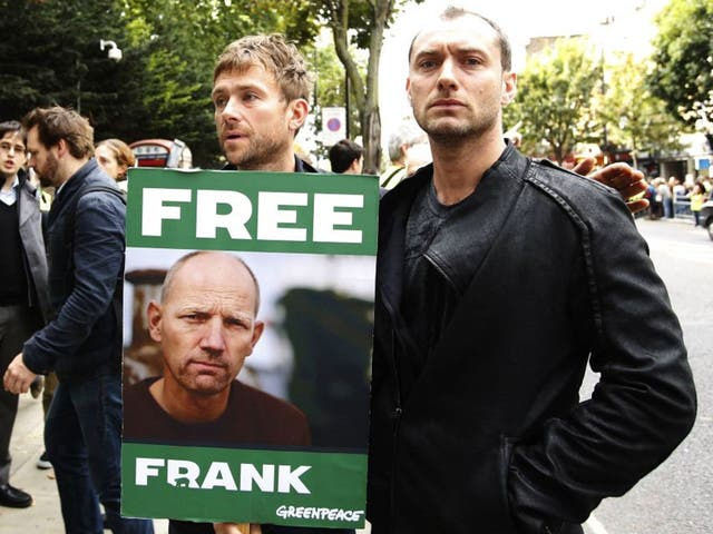 Albarn and Law protest outside the Russian embassy