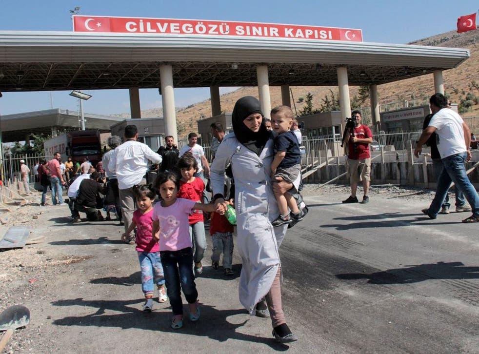 Syrian refugees crossing at the Cilvegozu border gate in Reyhanli, Hatay, Turkey