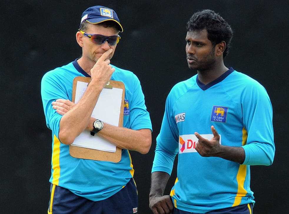 Graham Ford (L) talking to Angelo Matthews (R) during his time as head coach of Sri Lanka
