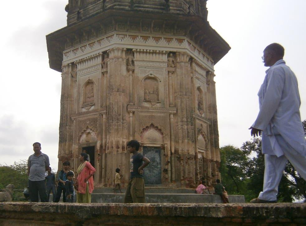 The temple at Daundia Khera