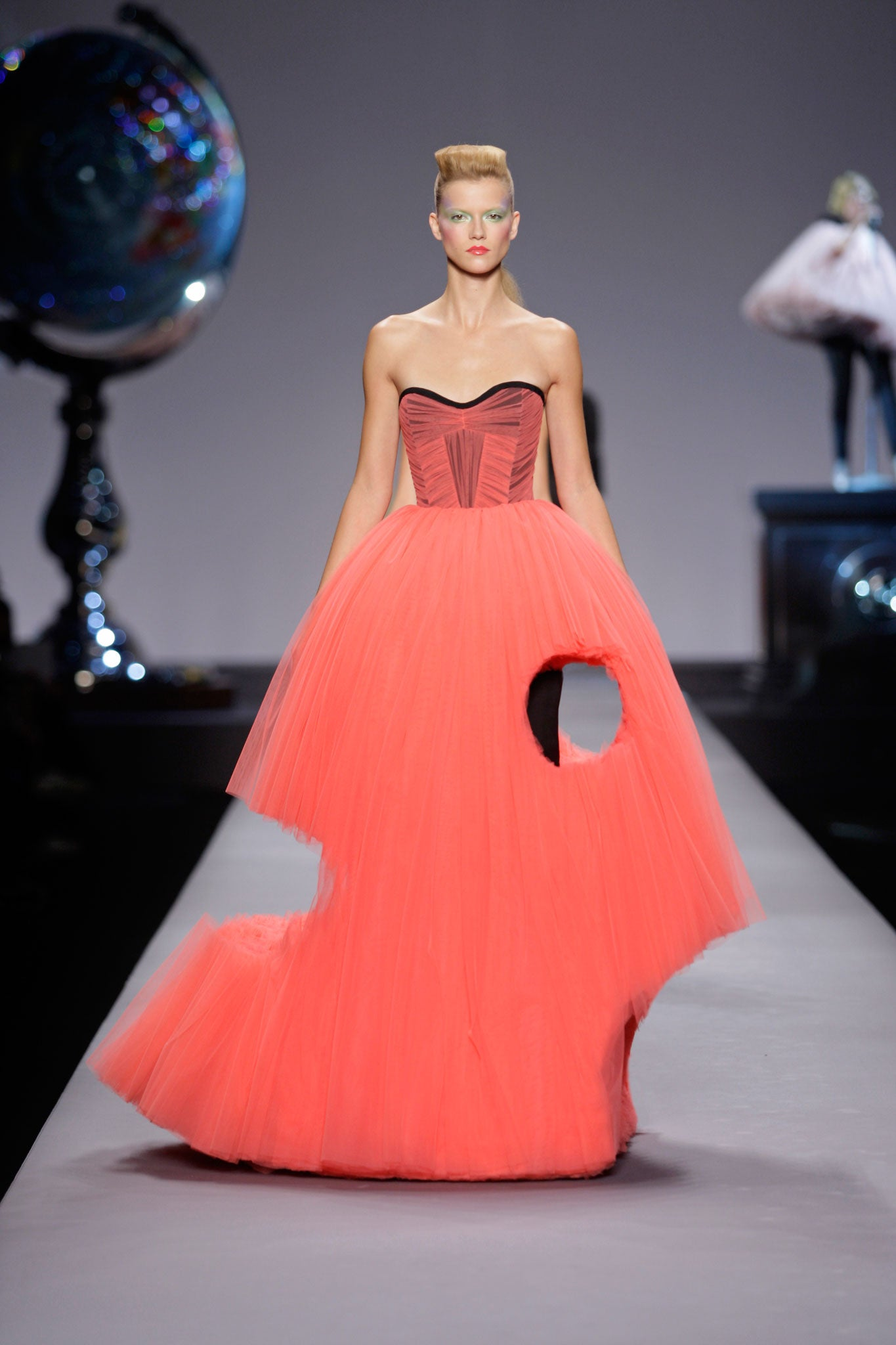 Dutch Courage Meet Viktor And Rolf The Off The Wall Designers Behind Fashion S Weirdest Creations The Independent