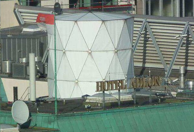 The GCHQ 'nest' on the top of the UK's Berlin embassy (Buggedplanet.info)
