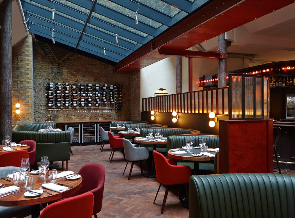 The Merchants Tavern's wide-angle dining room is pure midtown Manhattan