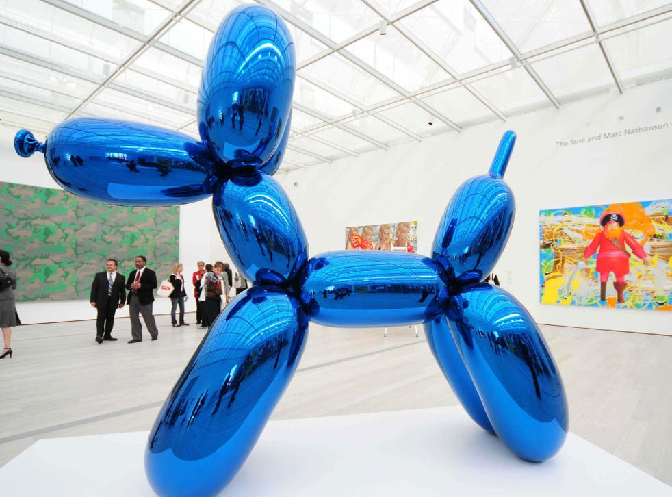 One of Jeff Koons' balloon dogs, photographed at the opening of the Broad Contemporary Art Museum, Los Angeles, 7 Feb 2008