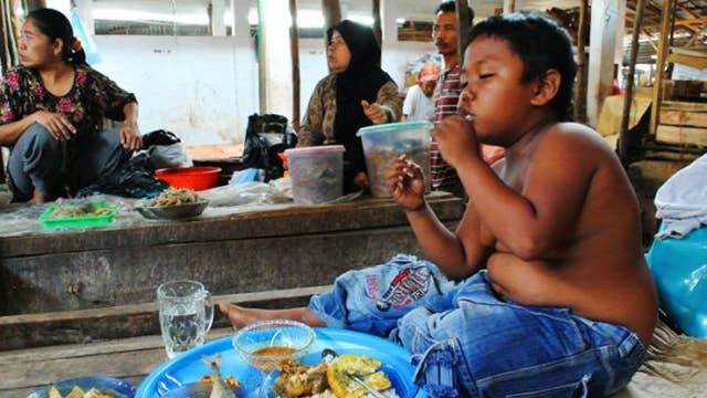 Remember The 2-year-old Chain-smoker From Indonesia? Here
