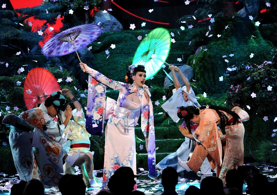 American Music Awards 2013 Katy Perry Accused Of Racism After