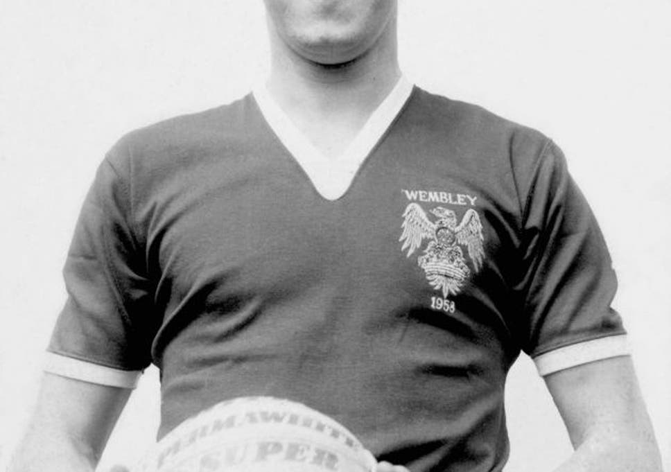 c0c886080 Bill Foulkes  Manchester United stalwart who survived the Munich disaster  and went on to achieve European Cup glory under Matt Busby