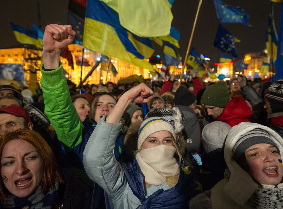 Ukrainians protest in Independence Square in Kiev to demand President Yanukovych signs the deal with the EU