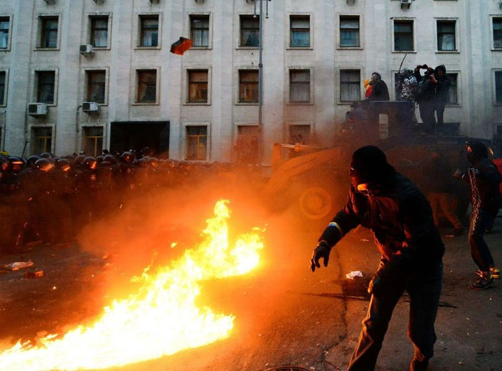 Pro-European Ukrainian demonstrators clash with police protecting the presidential administration office in Kiev
