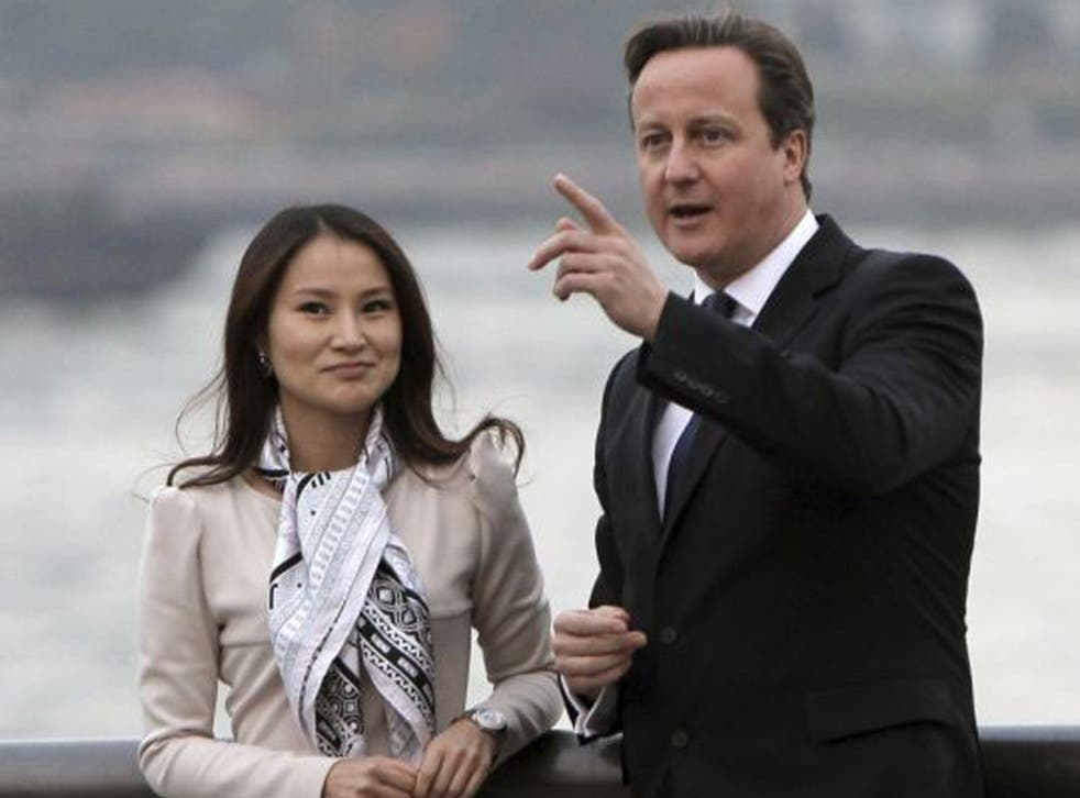 David Cameron visits the Bund with Lisa Pan, vice president of Chinese mobile gaming company Rekoo