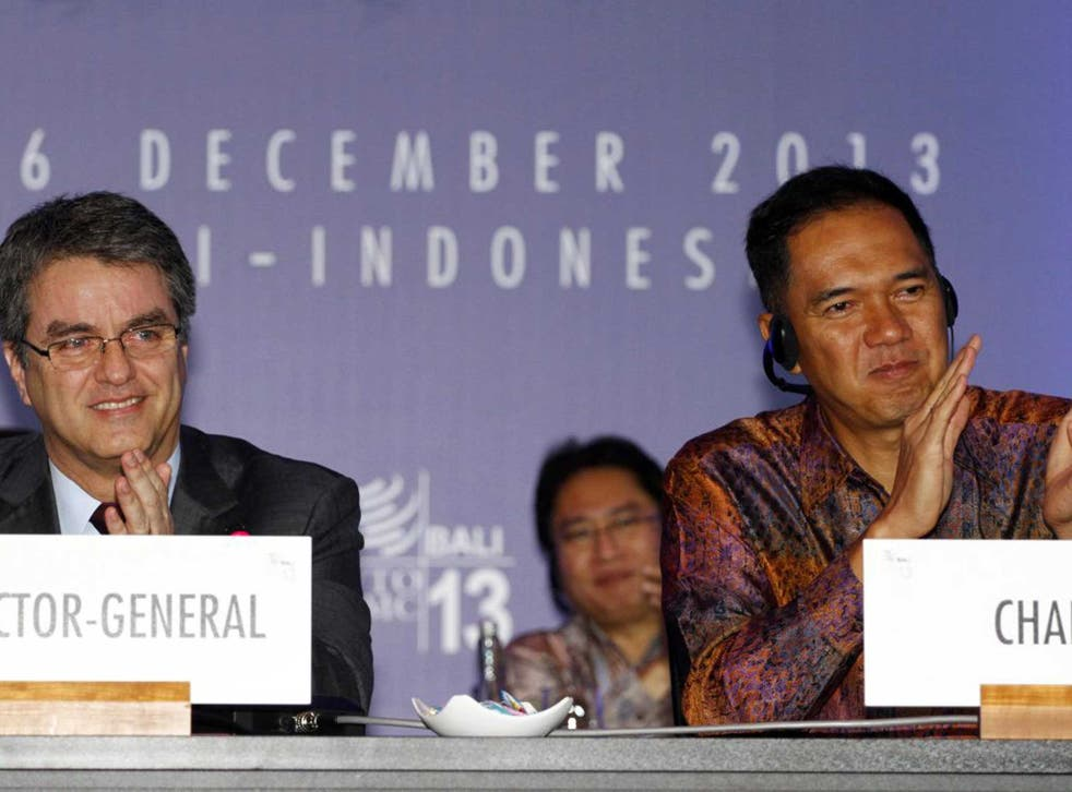 Indonesian Trade Minister Gita Wiryawan, right, and WTO Director-General Roberto Azevedo applaud during the conference closing ceremony