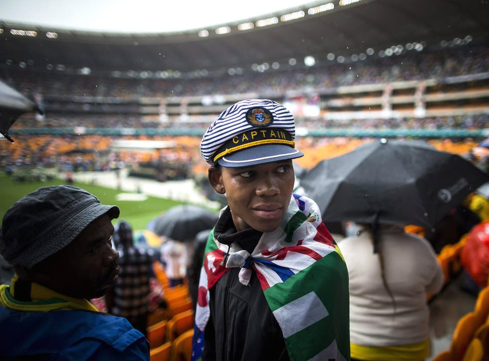 Thousands of mourners at the official memorial ceremony for Nelson Mandela booed and jeered the current president Jacob Zuma as the ceremony in the pouring rain veered wildly off script