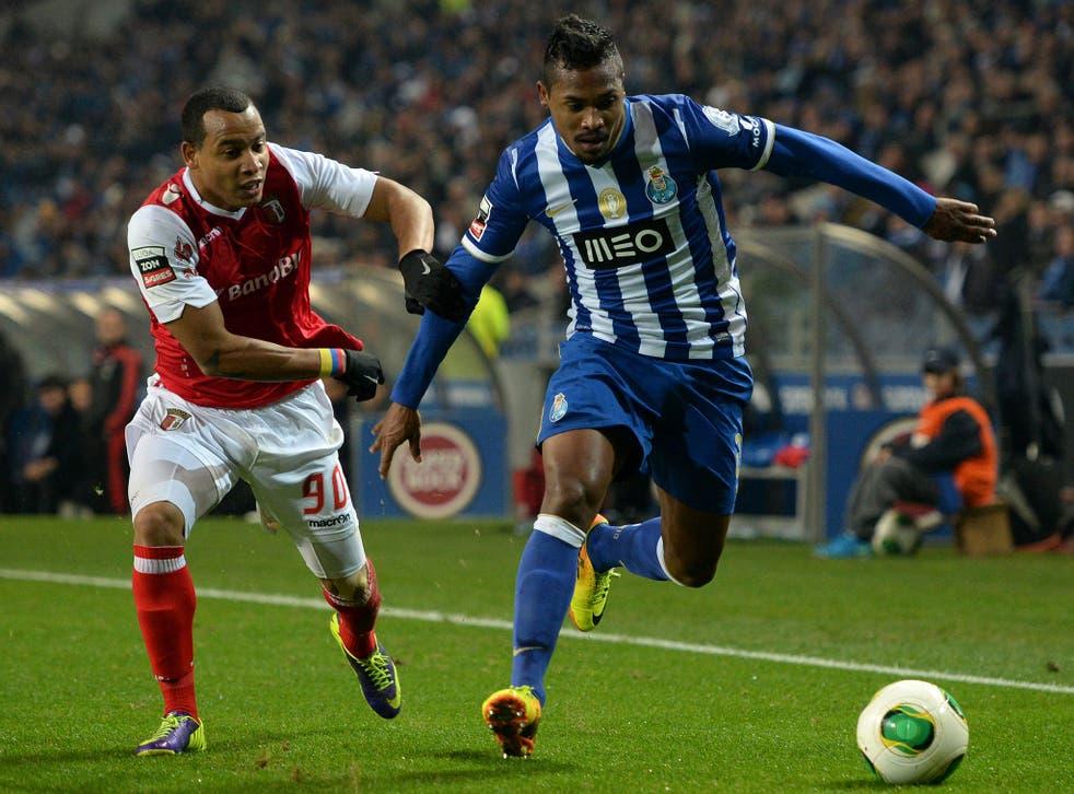 Braga's Brazilian defender Baiano (L) vies with Porto's Brazilian defender Alex Sandro d