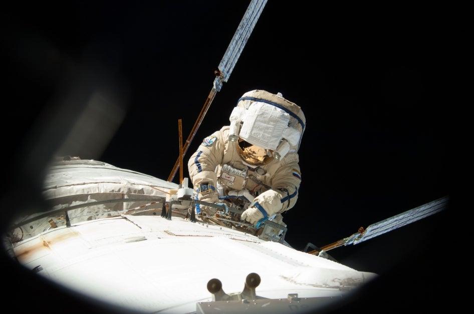 Nasa orders three emergency spacewalks to repair the ISS ...