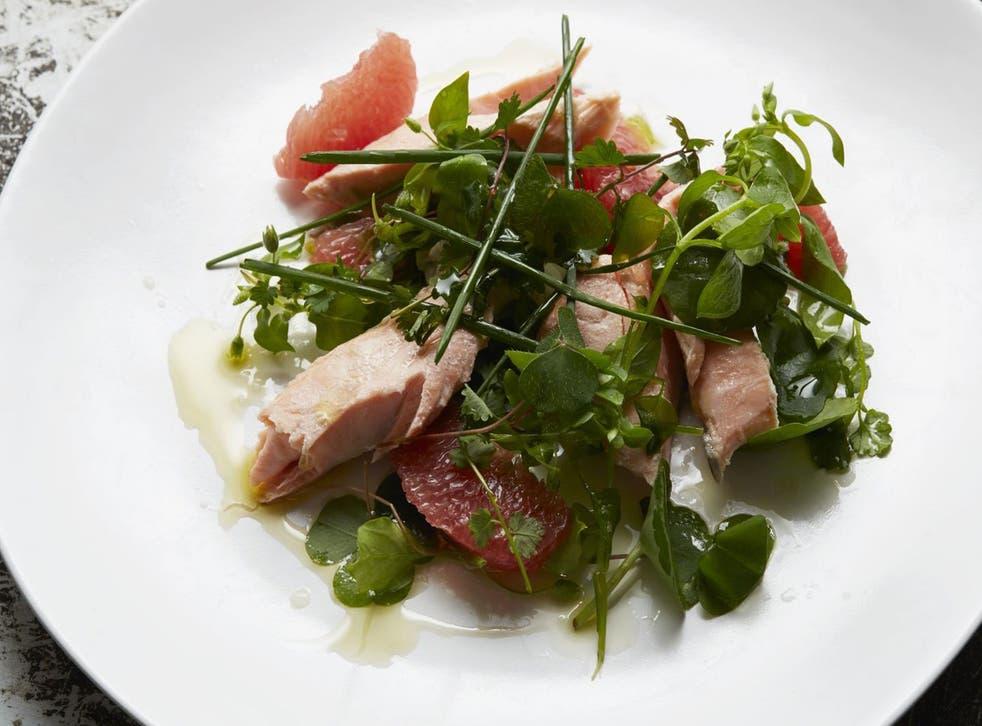 Refreshing: Salmon salad with pink grapefruit