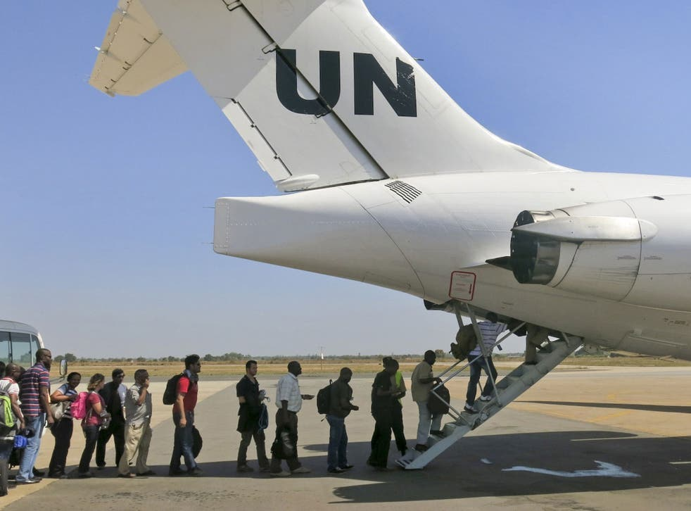 Civilian helicopters evacuated U.S. citizens from the violent South Sudan city of Bor, capital of Jonglei state, seeing bouts of heavy machine gun fire, but 3,000 citizens from countries like Canada, Britain and Kenya remain trapped there