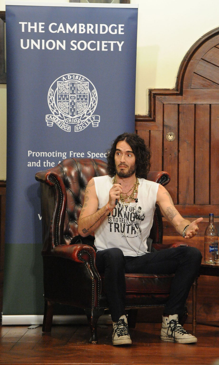Russell Brand told what furniture in the intimate life means with Katy Perry 26.07.2012 39