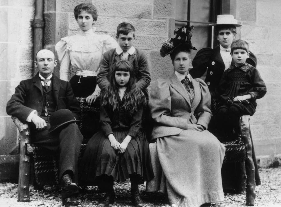 circa 1890: A Victorian family group. Photo by Hulton Archive/Getty Images)