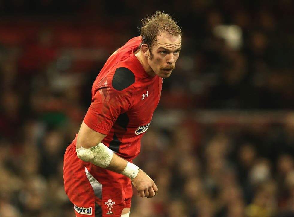 Alun Wyn Jones has extended his contract with the Ospreys