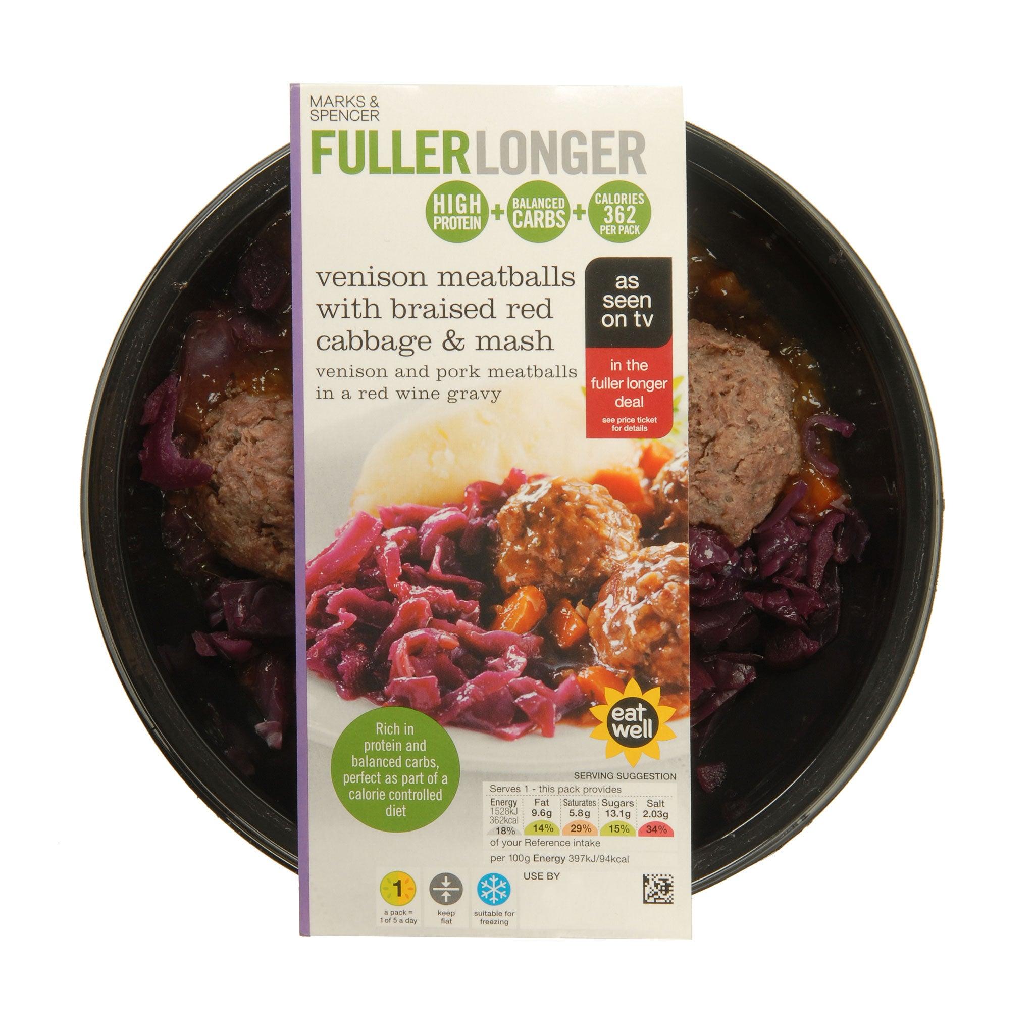 Marks and Spencer Fuller Longer Fleischbällchen mit geschmortem Rotkohl & Brei