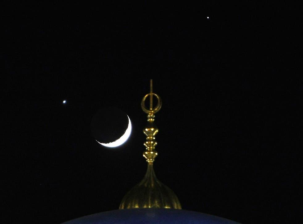 Venus (left) and Jupiter (right) seen above a crescent Moon