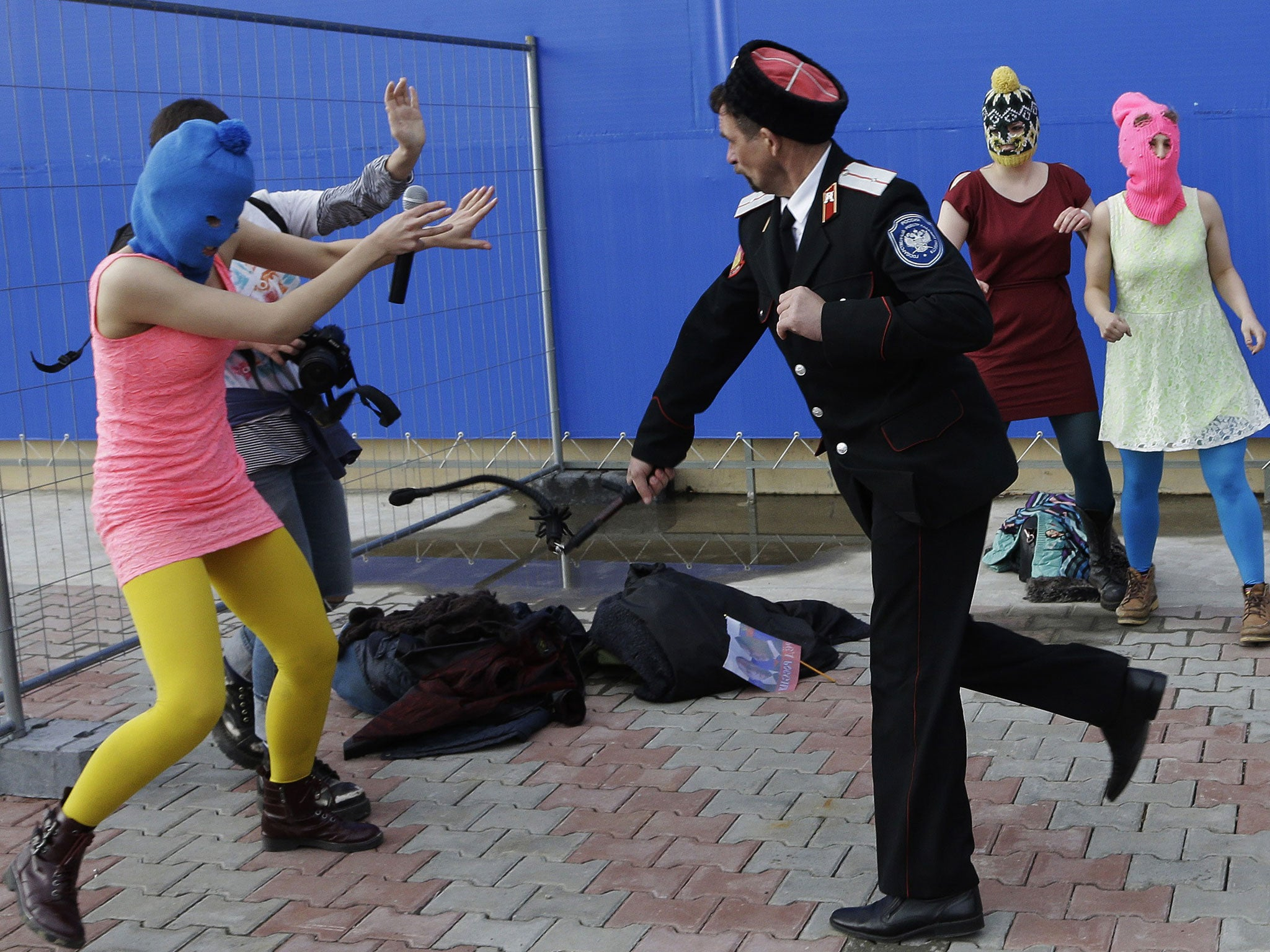 Pussy Riot is protected with special force 04.07.2012 92