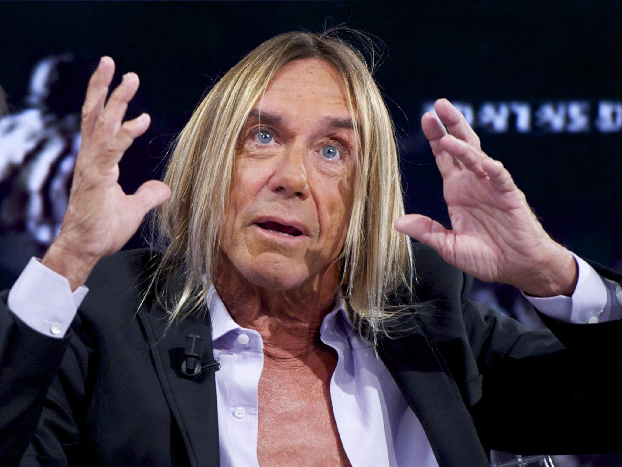 Iggy Pop with a weight of 54 kg and a feet size of N/A in favorite outfit & clothing style