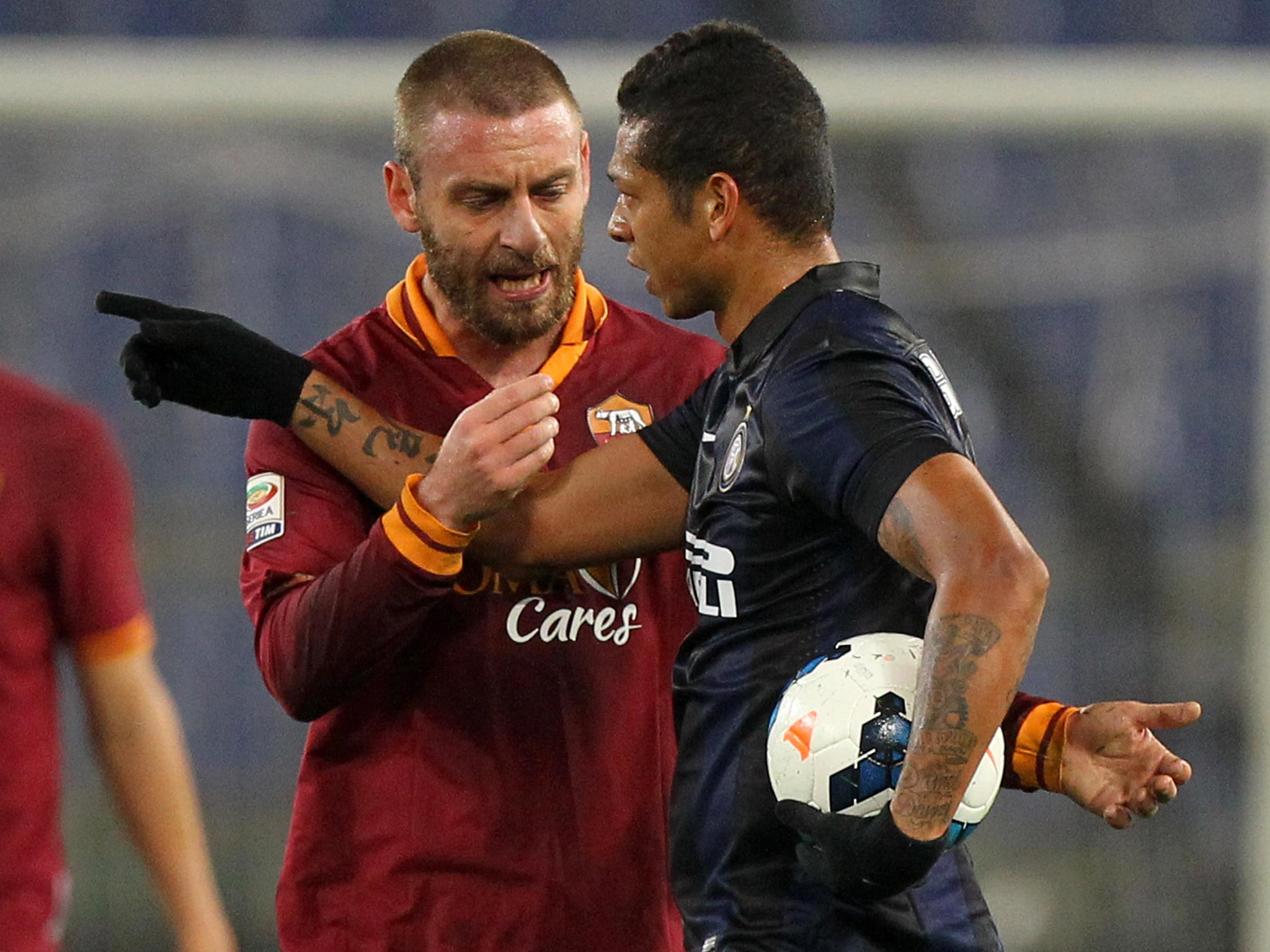 Daniele de Rossi dropped from Italy squad to face Spain after he