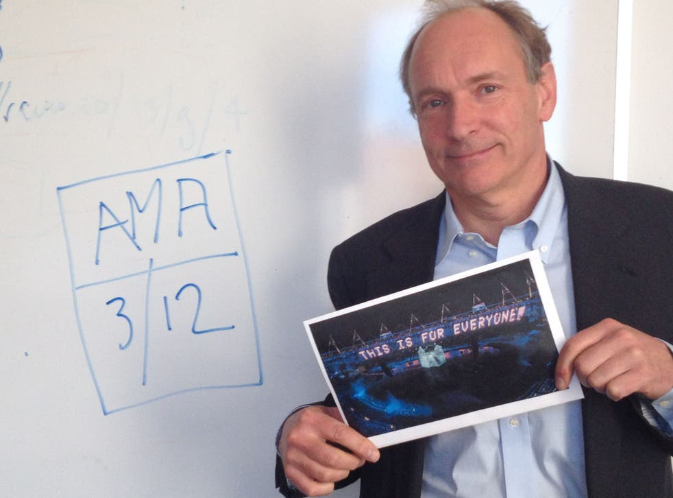 Tim Berners-Lee holds up proof that it's him for his Reddit AMA