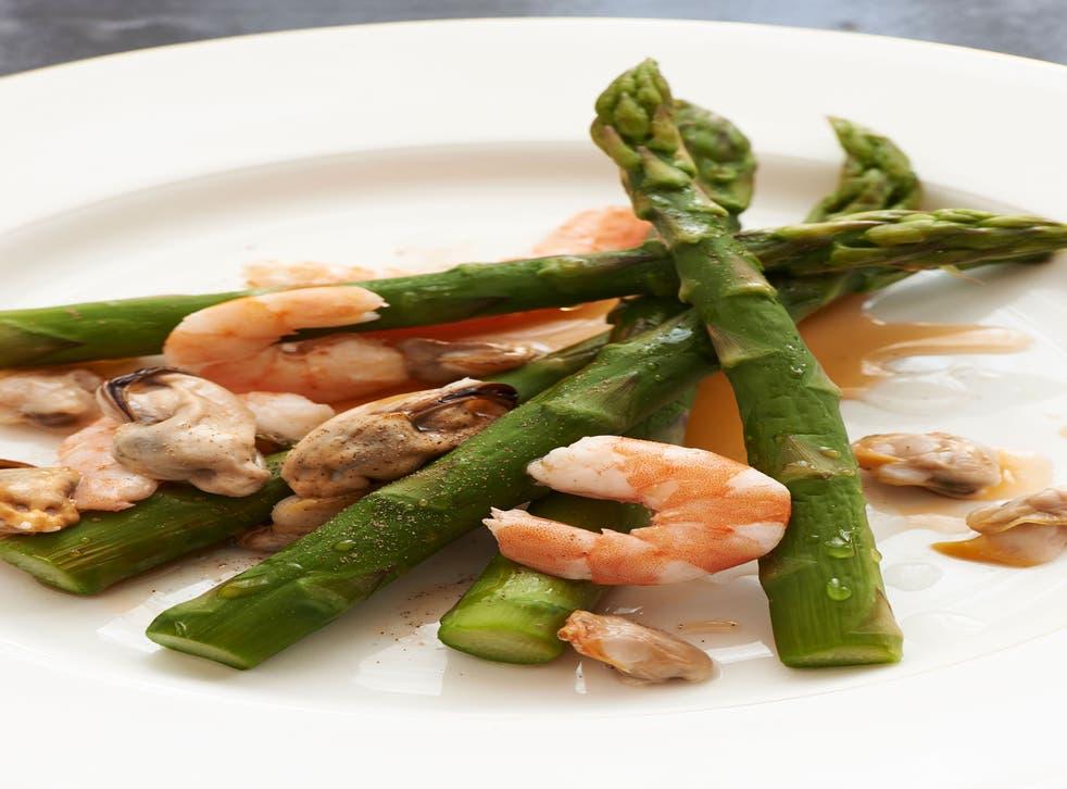 Keep it simple: Asparagus with shellfish