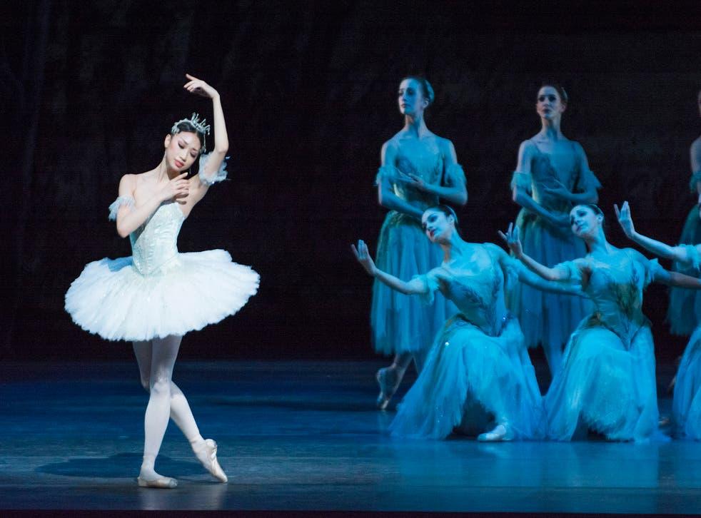 Akane Takada as Princess Aurora and dancers of The Royal Ballet