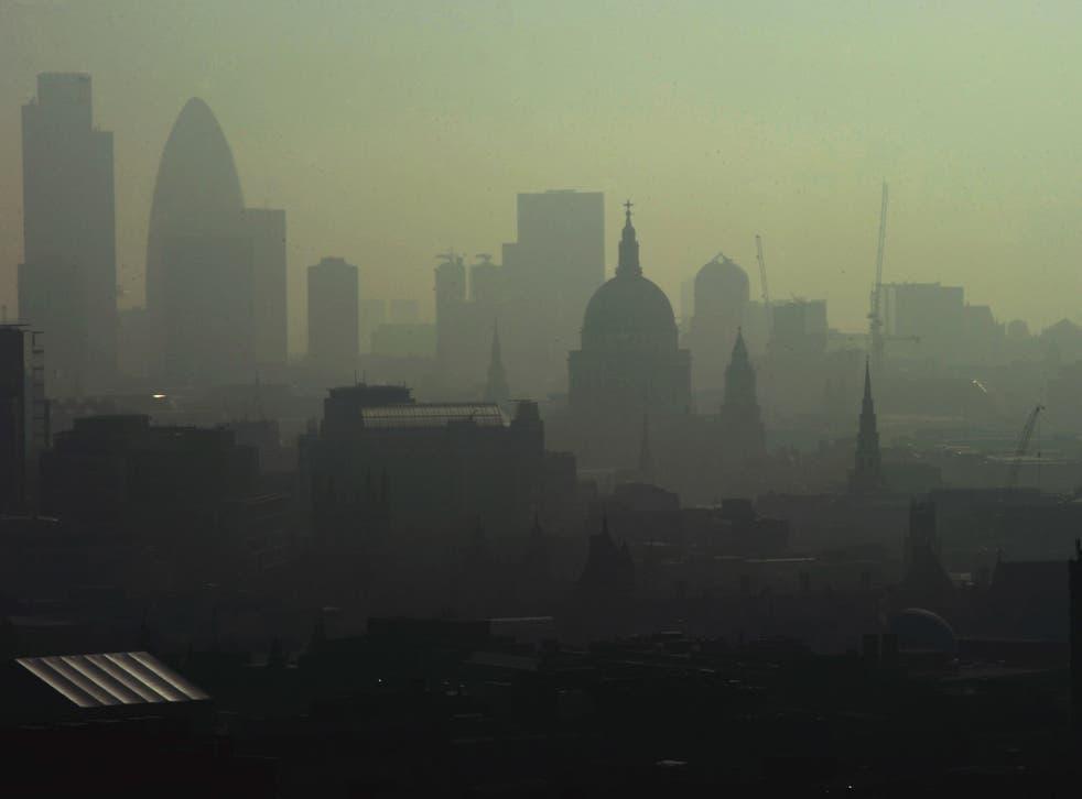 Smog cloaks London in 2011