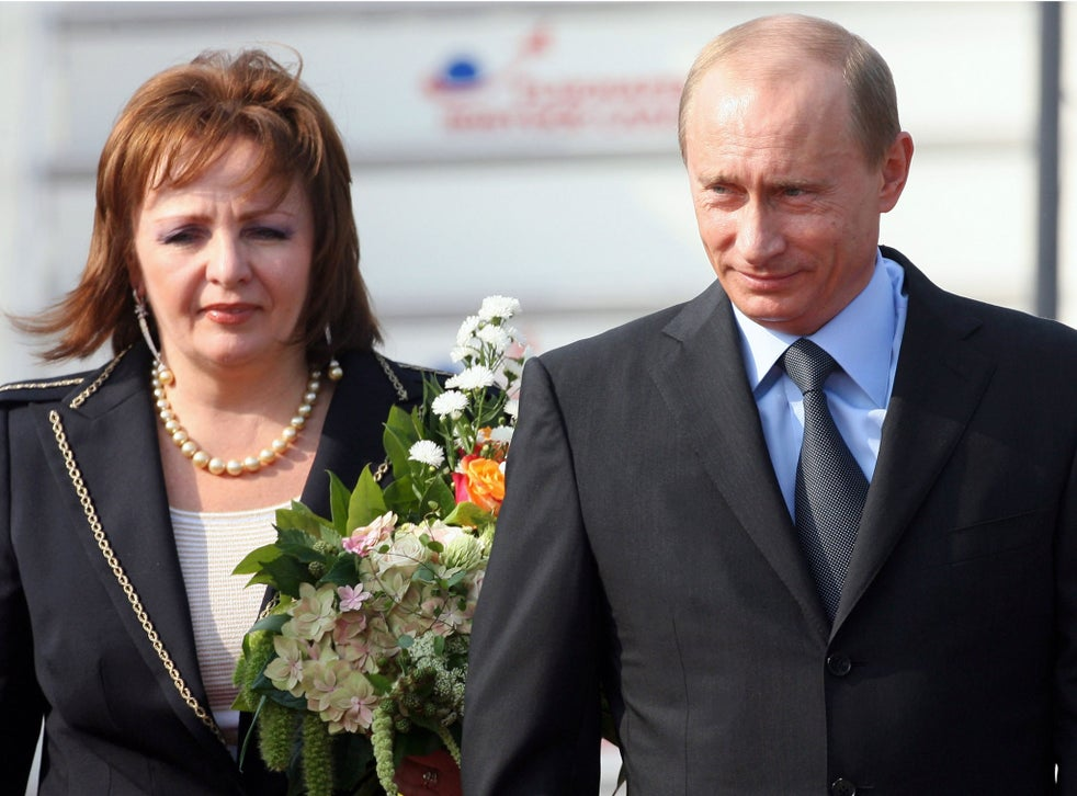 Vladimir Putin finalises divorce from wife Lyudmila after ...