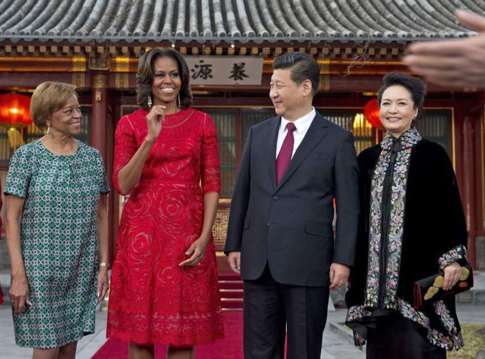 US first lady Michelle Obama (2nd L) and her mother Marian Robinson (L) share a light moment with Chinese President Xi Jinping (2nd R) and his wife Peng Liyuan