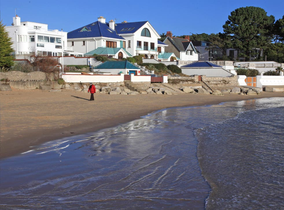 Sandbanks The Millionaires Seaside Haven Spoiled By Booze Strippers And Naked Butlers The Independent The Independent