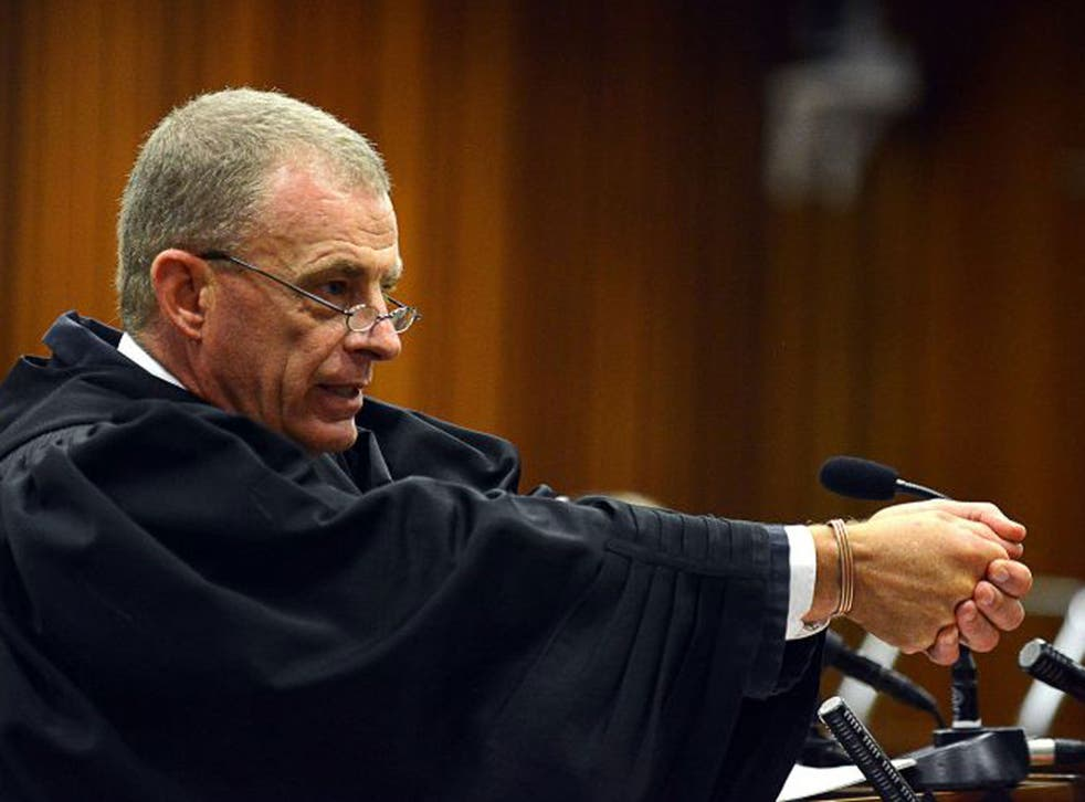 Prosecutor Gerrie Nel in cross-examination
