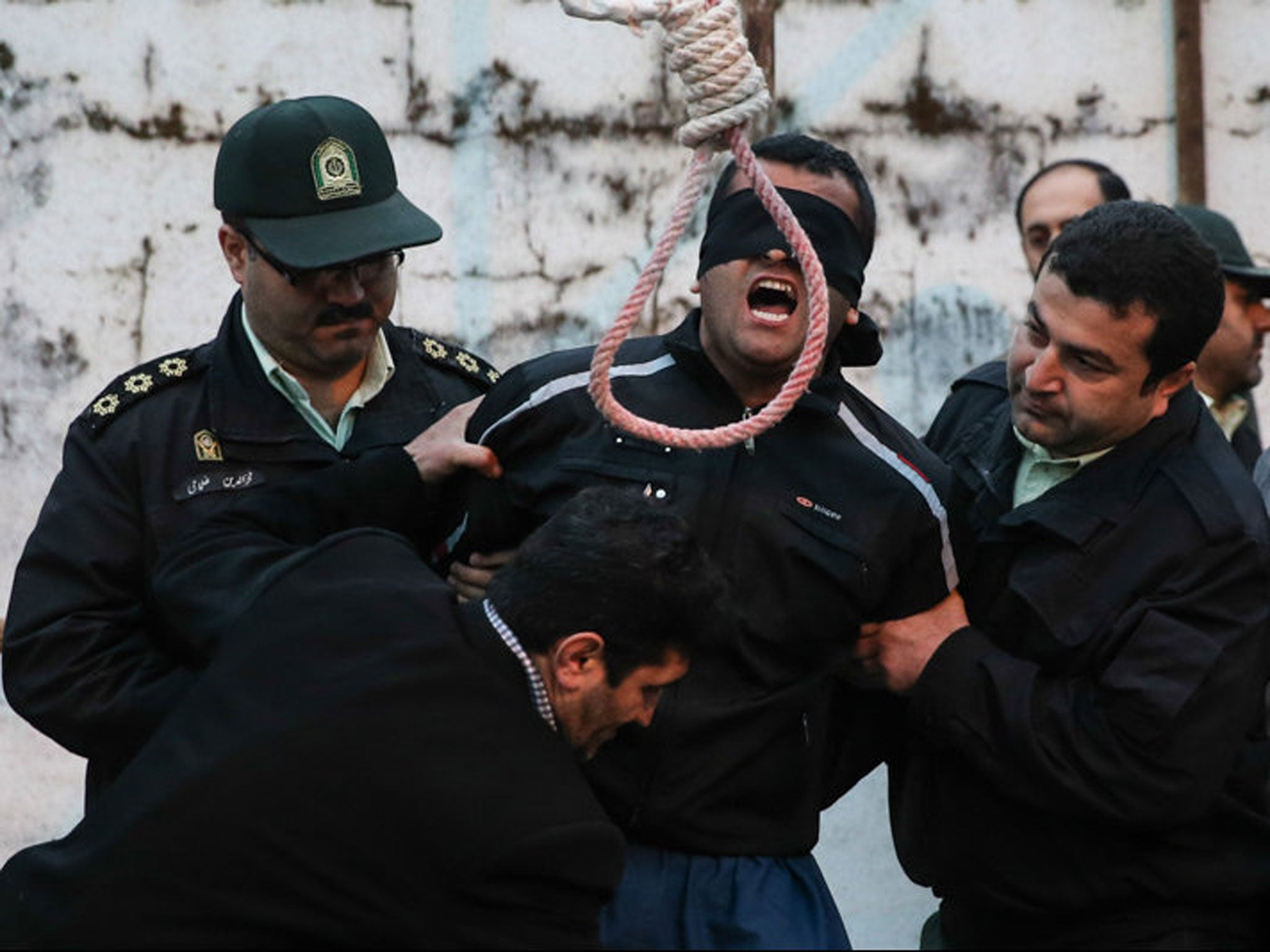 Iranian murderer given dramatic last-minute pardon from death penalty by mother and father of stabbing victim