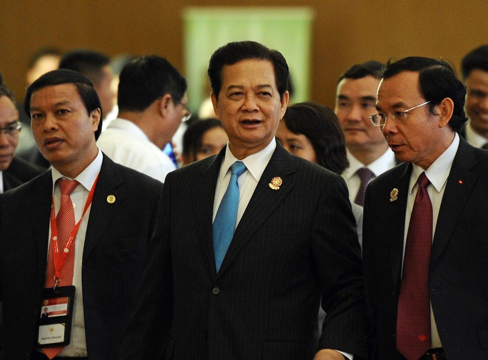 Vietnam's Prime Minister Nguyen Tan Dung (centre) sent out mass text messages earlier this week calling for calm