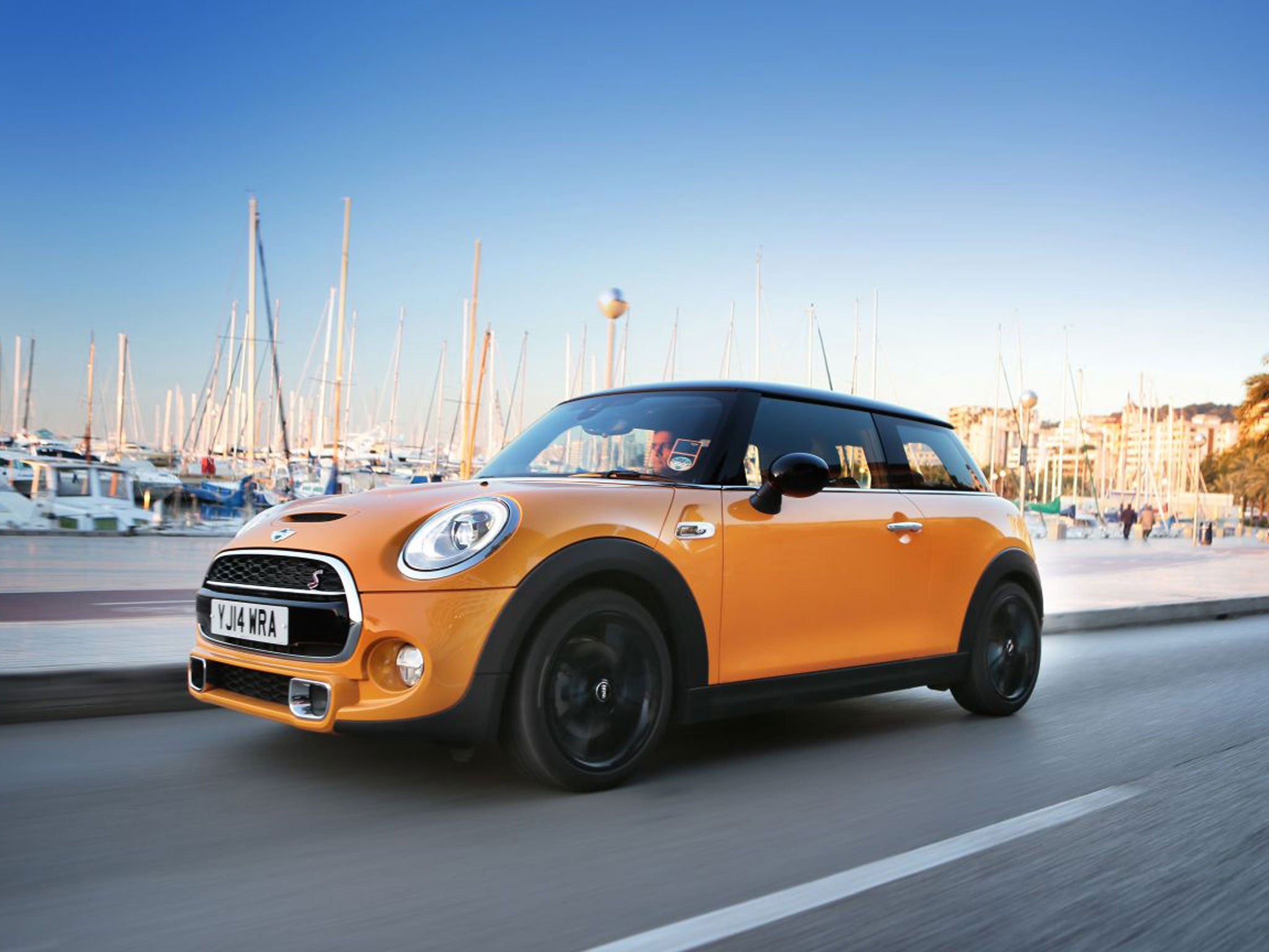 mini cooper automatic motoring review the latest mini is fun to drive fun to be in and a. Black Bedroom Furniture Sets. Home Design Ideas