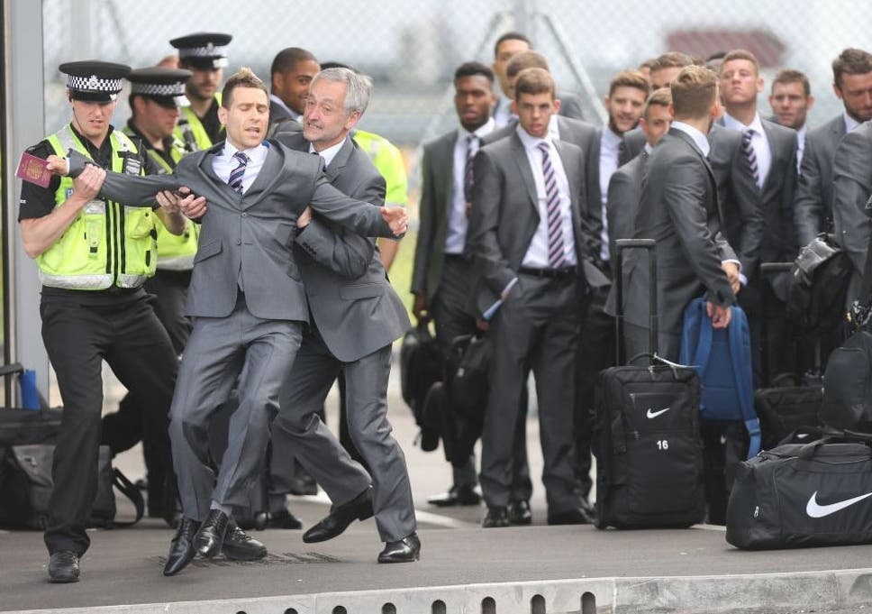 Comedian Simon Brodkin being taken away by police after getting past  security and talking to the 5f233ae4b