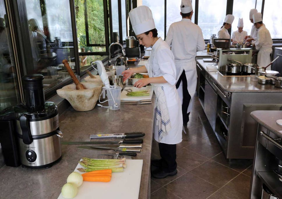 haute spot students take a cookery class at les prs deugnie the - Les Kitchen
