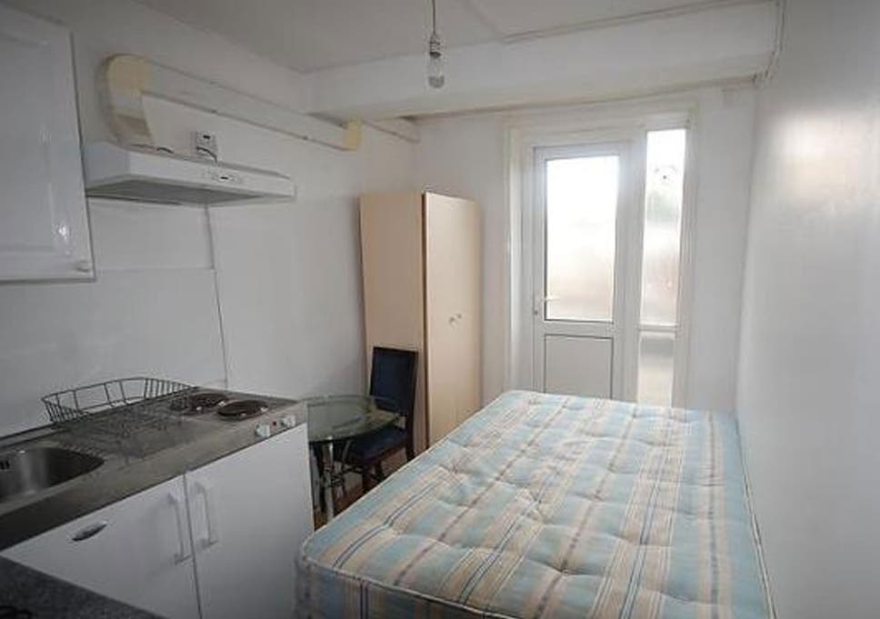 Studio Flat With Bedroom Kitchen And Shower In One Room For 737pcm