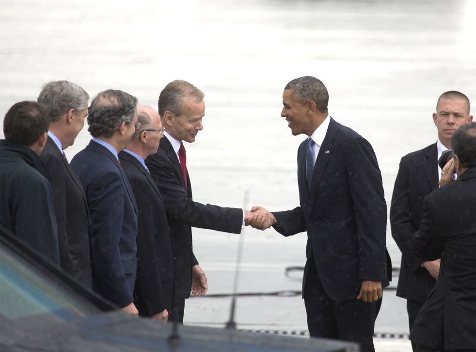 Barack Obama with US embassy and Nato staff at Melsbroek airport
