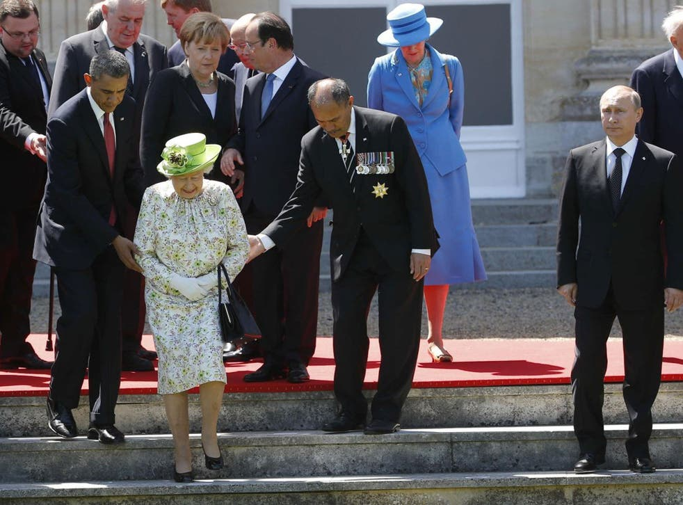Russian President Vladimir Putin stands at right as U.S. President Barack Obama, left, and New Zealand's Governor-General Jerry Mateparae guide Britain's Queen Elizabeth II to her position for a group photo, with French President Francois Hollande, in the