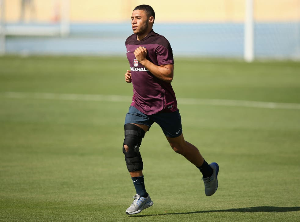 Alex Oxlade-Chamberlain tests his knee, injured against Ecuador